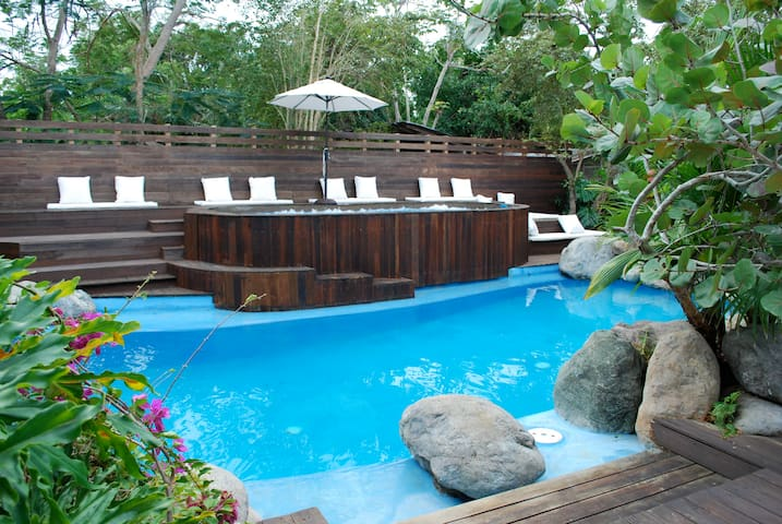SurMer 'B' Cottage with Pool