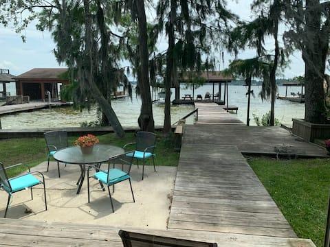 Cozy Waterfront White Lake Cottage
