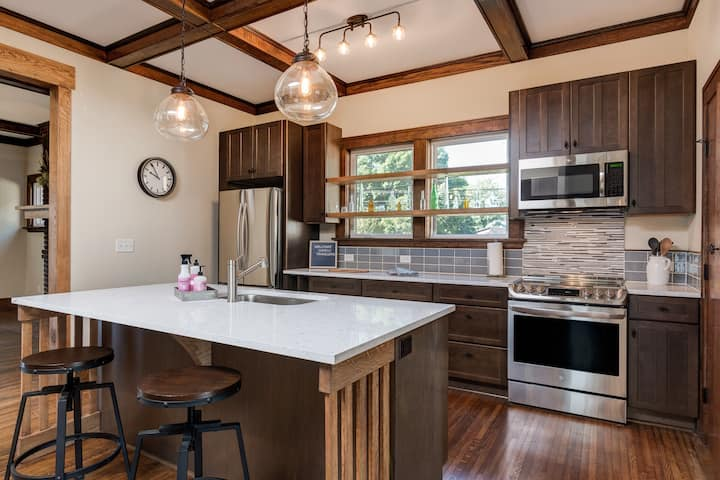 Luxury West AVL Apartment, 3 miles from Downtown