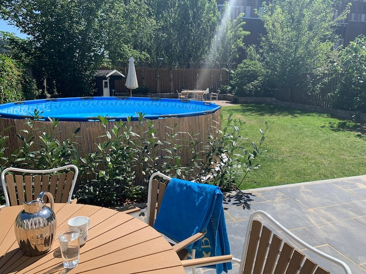 Centrally located family town house with pool