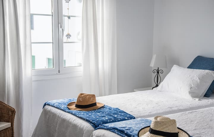 La Orilla Apartment just 10 steps from the ocean