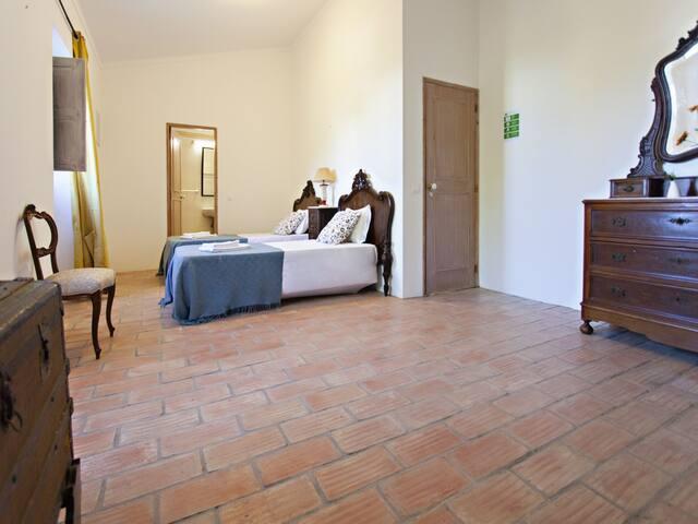 São Teodoro Guesthouse - Room Júlio Dantas