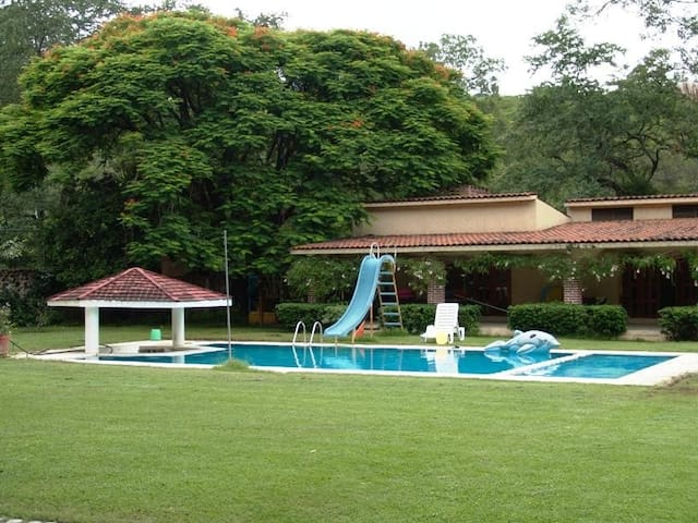 Beautiful House/big swimingpool, near Cuernavaca