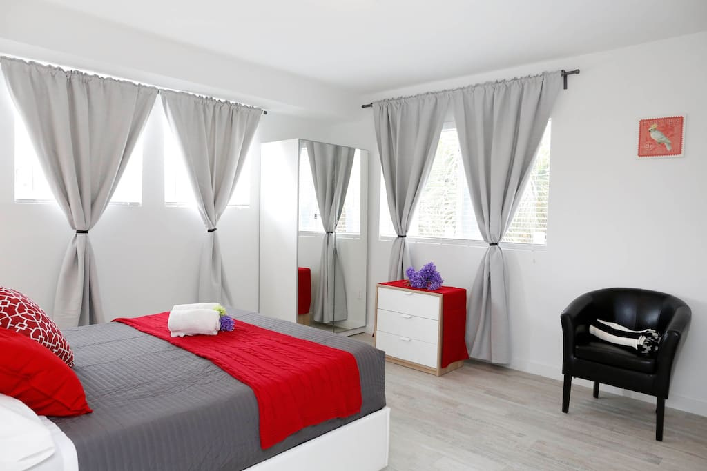 PRIVATE BEDROOM WITH DOUBLE BED QUEEN SIZE