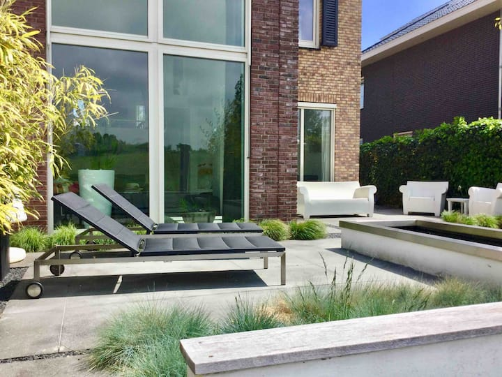 Beautiful modern home, perfect central spot!
