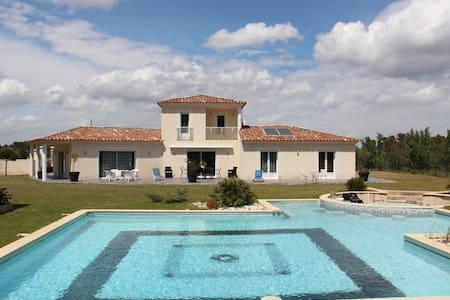Villa en Provence, piscine jacuzzi - Simiane-Collongue - Casa