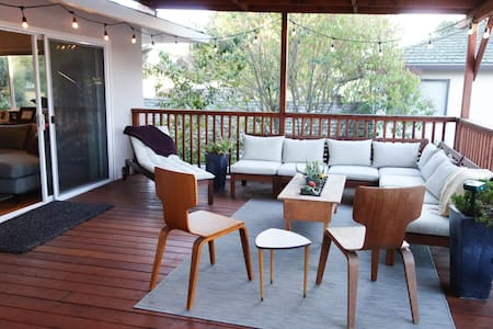 Serene, secluded apt w/ huge deck, private rooms - Menlo Park - Apartment