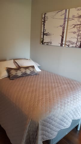 Comfy, Cozy, and Relaxed 1 Bedroom - Toronto - Talo