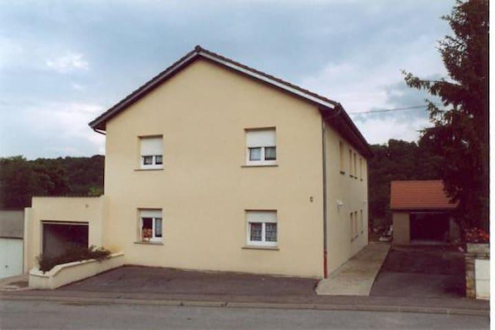 Chambre au calme à 30 minutes de Luxembourg ville - Ottange - Dům