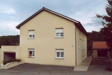 Chambre au calme à 30 minutes de Luxembourg ville - Ottange - Casa