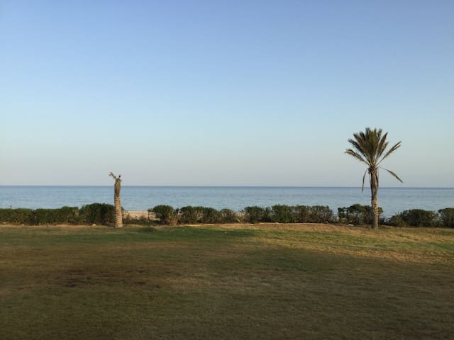 Vacation house with direct access to the beach - Al maamoura - 別荘