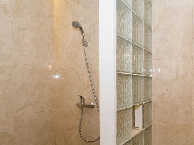shower with hot and cold water