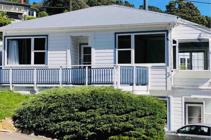 Spacious 3 bedroom home - close to city and ferry