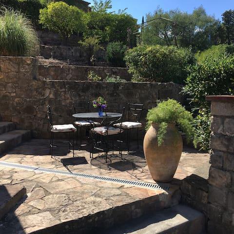 Studio 25 m2 dans villa en rez de jardin, terrasse - Mandelieu-la-Napoule - Jiné