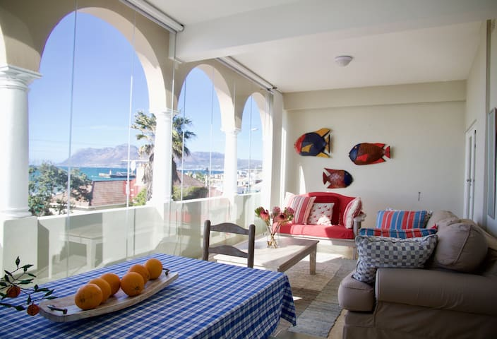 Kalk Bay Reef Apartment with million dollar views!