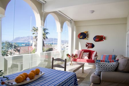 Kalk Bay Reef Apartment with million dollar views! - Cape Town