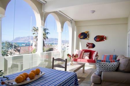Kalk Bay Reef Apartment with million dollar views! - Ciudad del Cabo