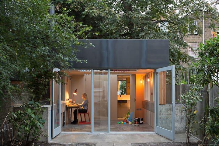 Pretty garden annex (architect designed)