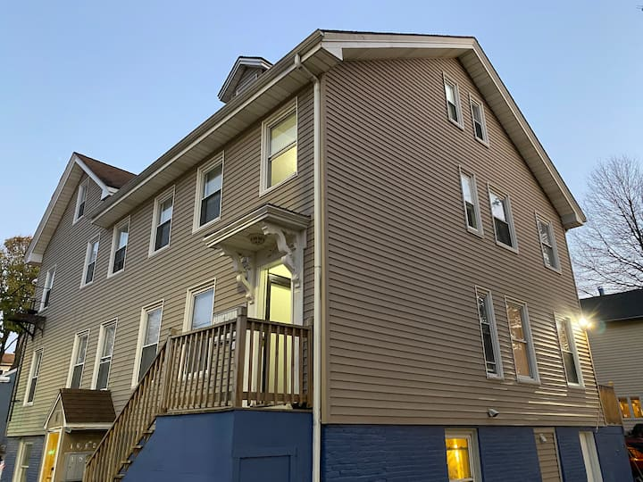 Top value 1 bed 1 bath with parking at Cambridge