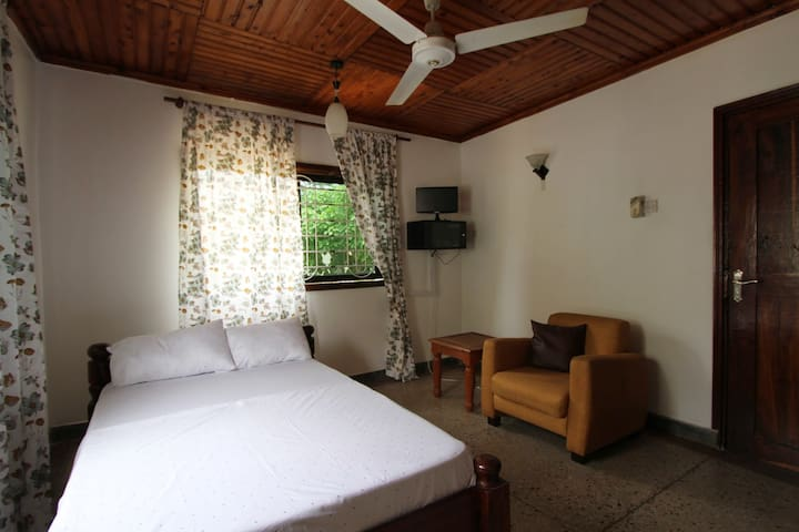 Cosy Ensuite Room Near City Center. - Dar es Salaam - Casa