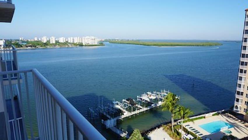 Beachfront Lovers Key Beach Club Condo 1105 - Fort Myers Beach - Huoneisto