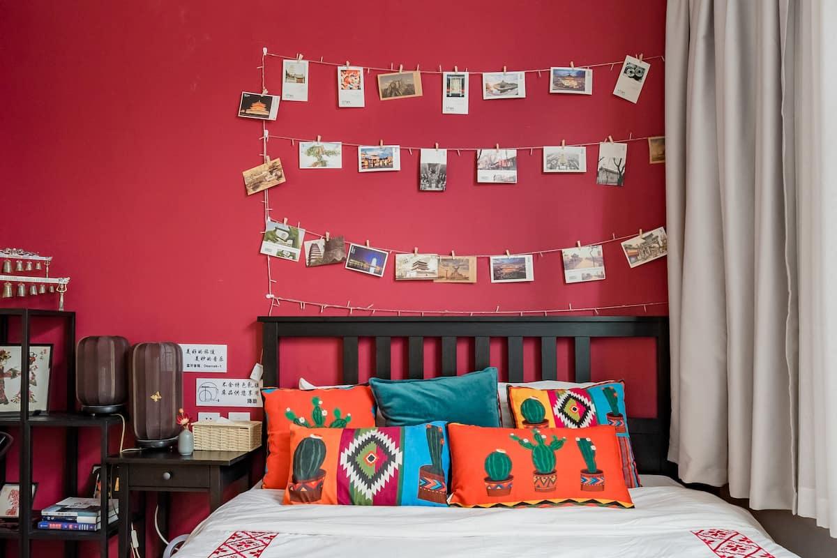 到艳红色典雅房源来感受各个时代的风格所擦出的火花