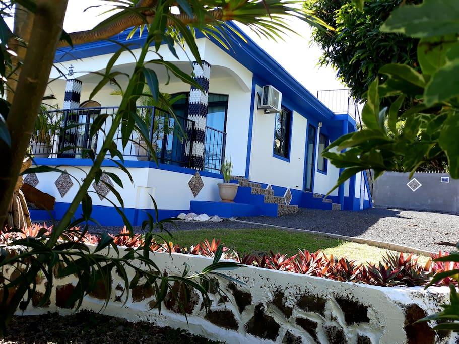 La villa côté jardin