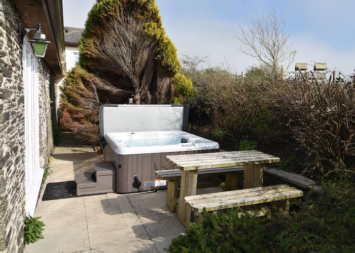 ♥️ ♥️ Spacious cottage for 4 with hot tub near Padstow♥️ ♥️
