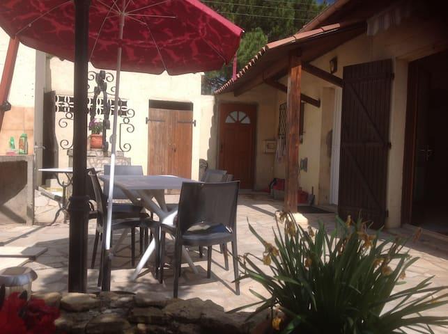 chambre agréable en ville avec accès à la piscine - Narbonne - Maison