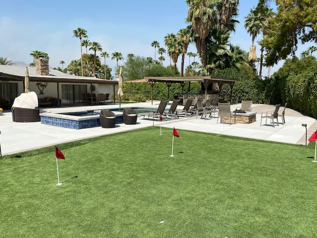 South Palm Springs 3 Bedroom House Large Backyard