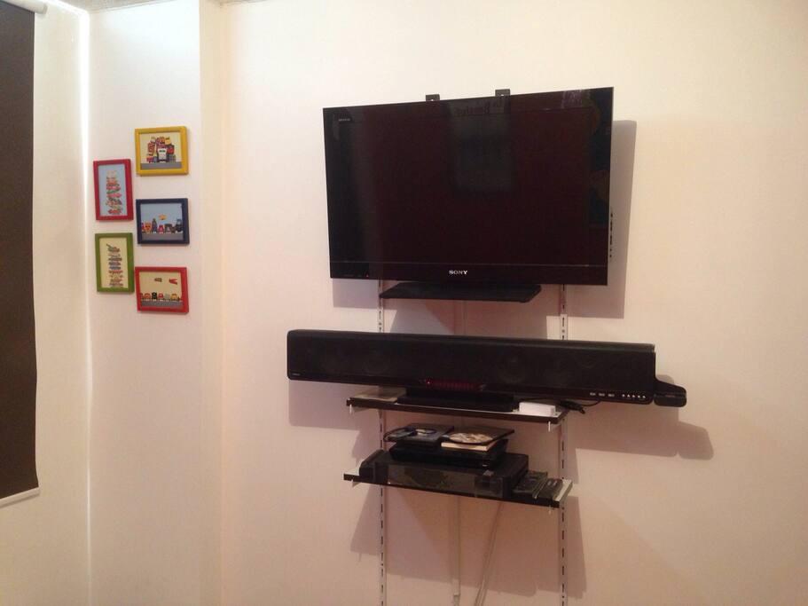 Televisiòn con DirecTV, tienes muchos canales y dvd.