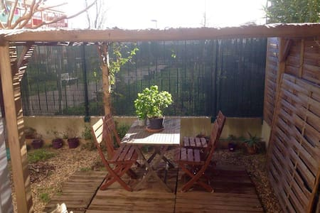 Grand Studio tout confort avec jardin - Apartment