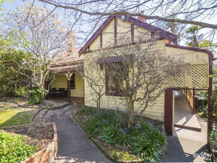 Healesville Garden Homestead (6 Bedroom House)