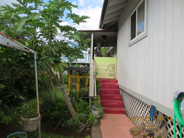 Country living across from beach - Hauula