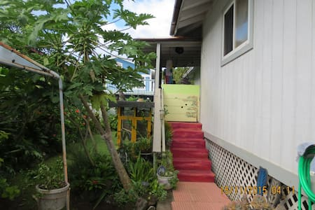 Country living across from beach - Hauula - House