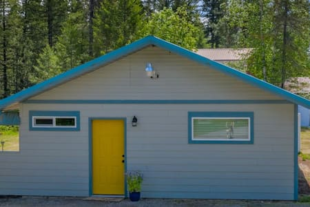 Hide out & soak up the summer at Carr Creek Cabin