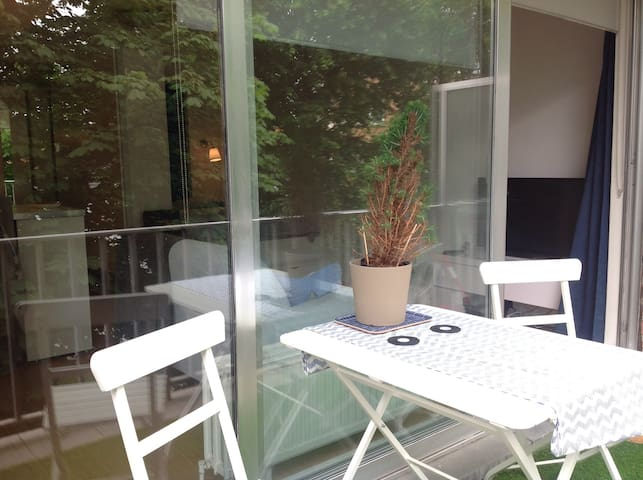 Lumineux studio 40m2 + terrasse - Schaerbeek - Apartment