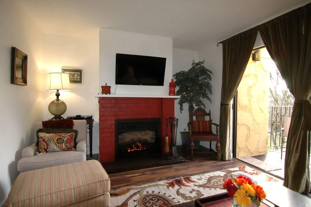 Cozy Gas Fireplace &  Flat Screen T.V with Roku