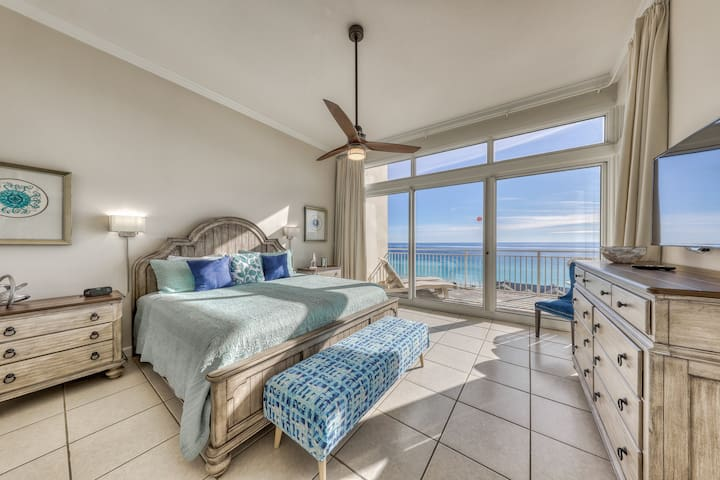 Beachfront condo w/private balcony, Gulf views & on-site shared amenities!