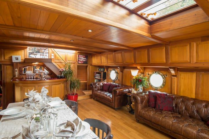 Barge Tango in Bordeaux -  Cezanne Cabin
