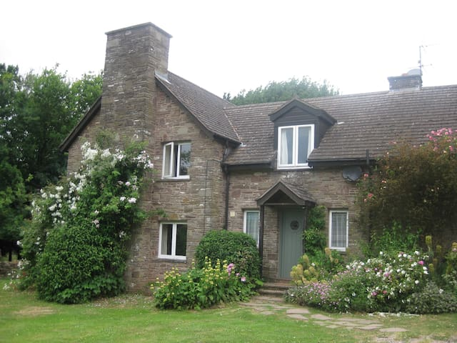 Country cottage in picturesque, rural location