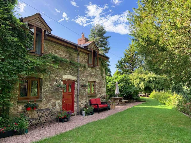 Cosy cottage in the Brecon Beacons, near the canal