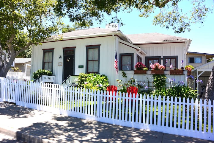 Historic Stylish Beach House - Pacific Grove - Huis