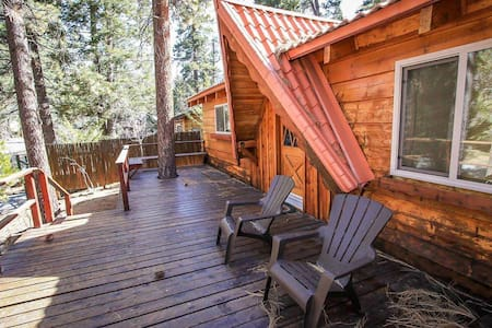 Cabin Idle Ours Rustic Fawnskin 2 BR Single Level