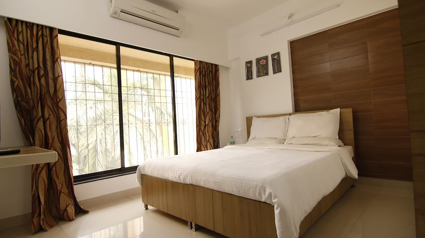 Private room near BKC in Bandra East, J3.2