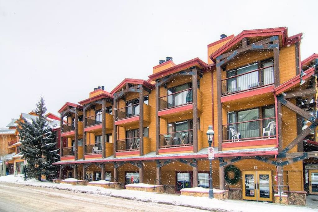 Walk to lift town hot tub condominiums for rent in for Cabin rentals vicino a breckenridge co