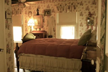 Carriage House Bed & Breakfast - Deb's Room - Winona - Bed & Breakfast