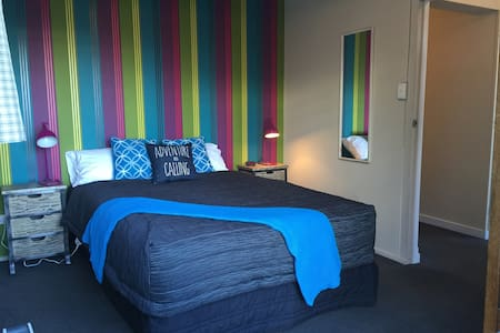 Central - Walk to town Rm 3 - Queenstown - Hus