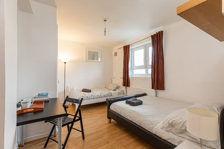 Triple Room 1 - near Tower of London & Shoreditch