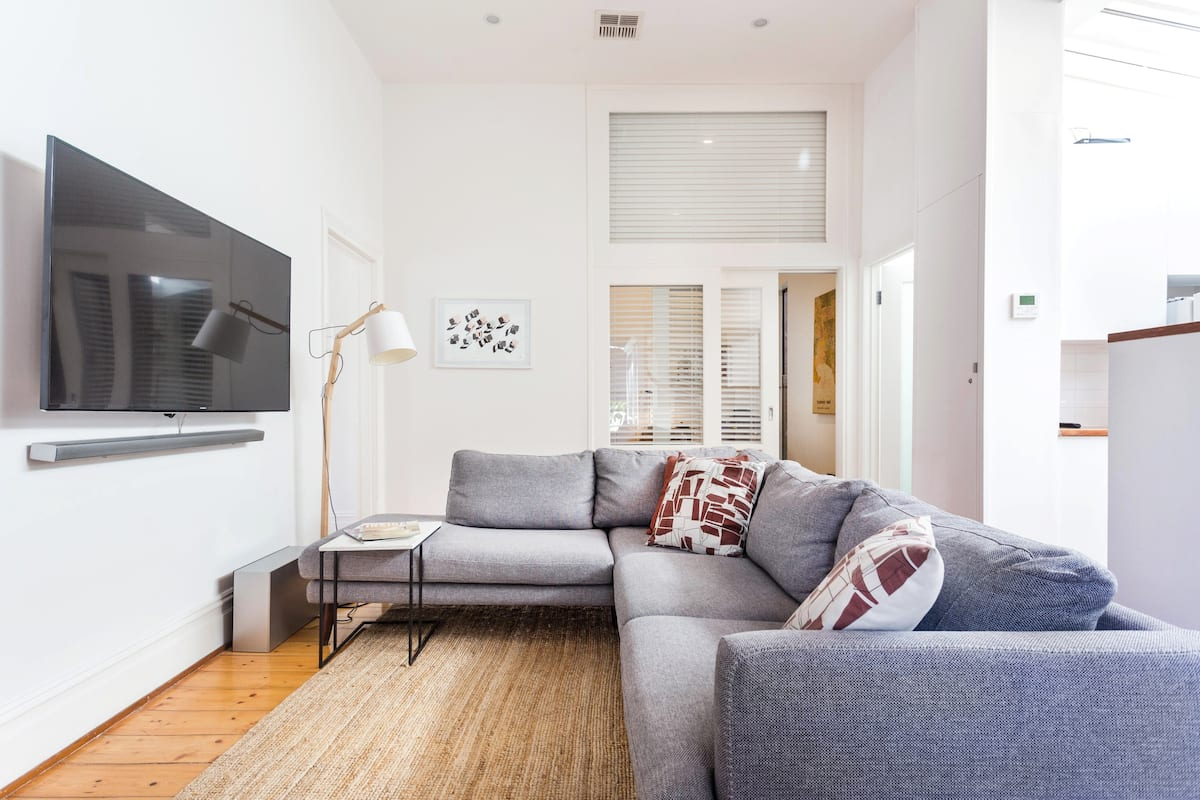 Spacious, Stylish House with Private Courtyard near Shops, Cafes, Beach and Tram